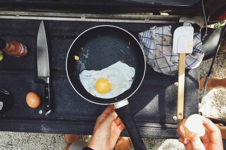 4 Easy Ways to Cook Eggs while Camping this Summer 2018