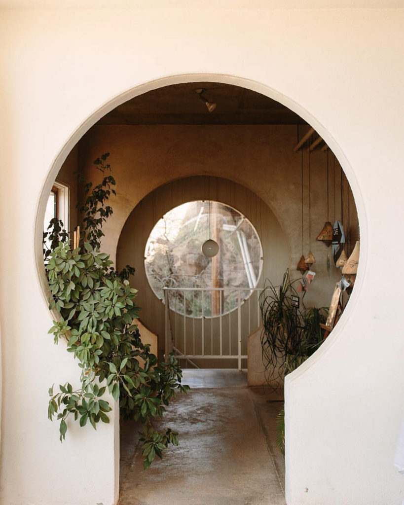 Keyhole shaped door with bush