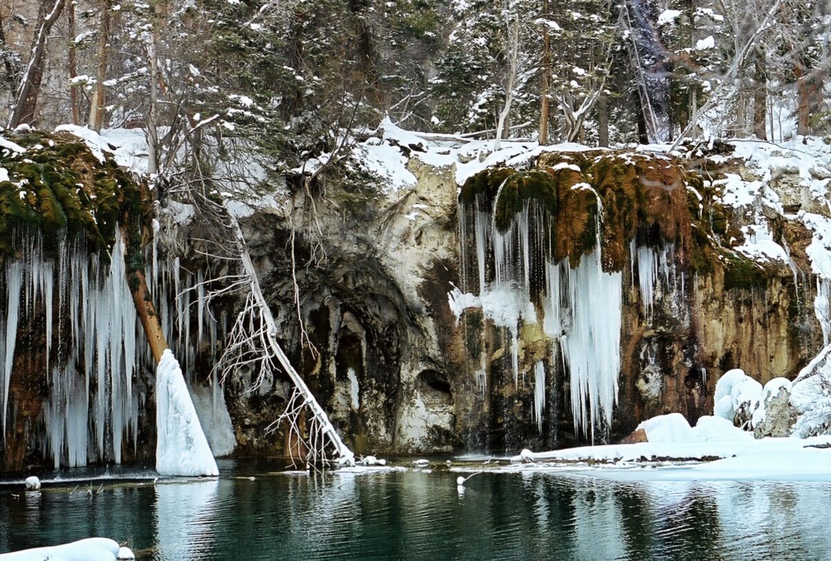 Hanging Lake stunning hike to Lake in Colorado