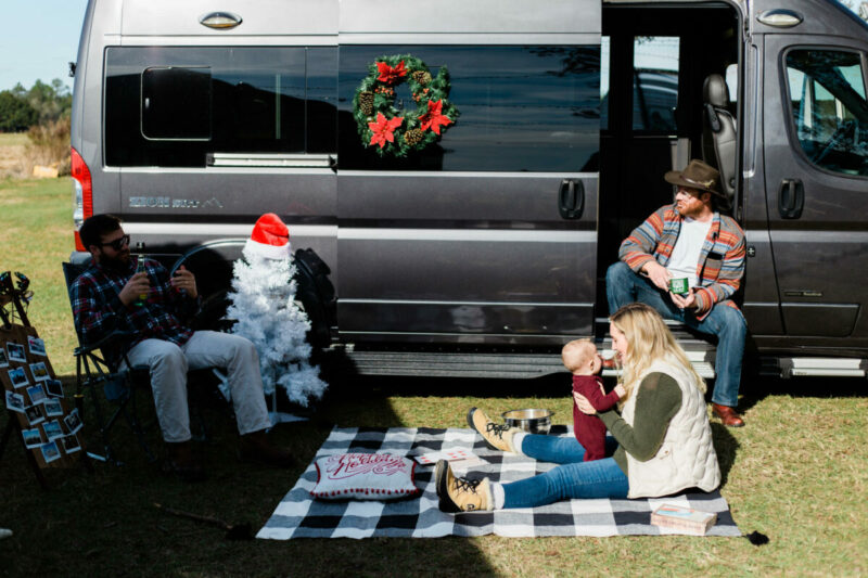 RV decorations this Christmas, easy ways to decorate your RV